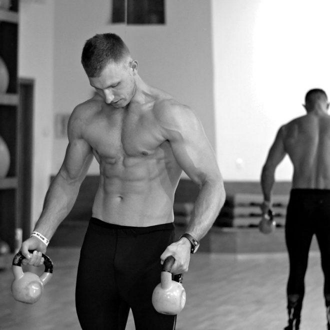 Trening online - Łukasz Kończak trener personalny na siłowni